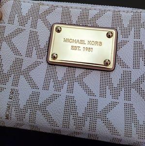 Michael Kors Bags - Michael Kors New Small Wristlet Wallet